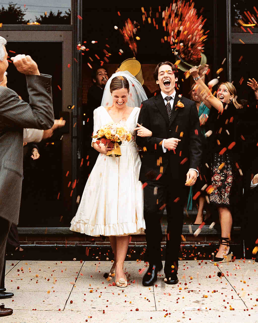 toss-bride-groom-mmwa102704.jpg