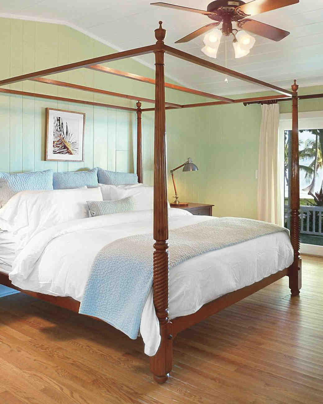 four-poster-bed-mfw8-s112019.jpg