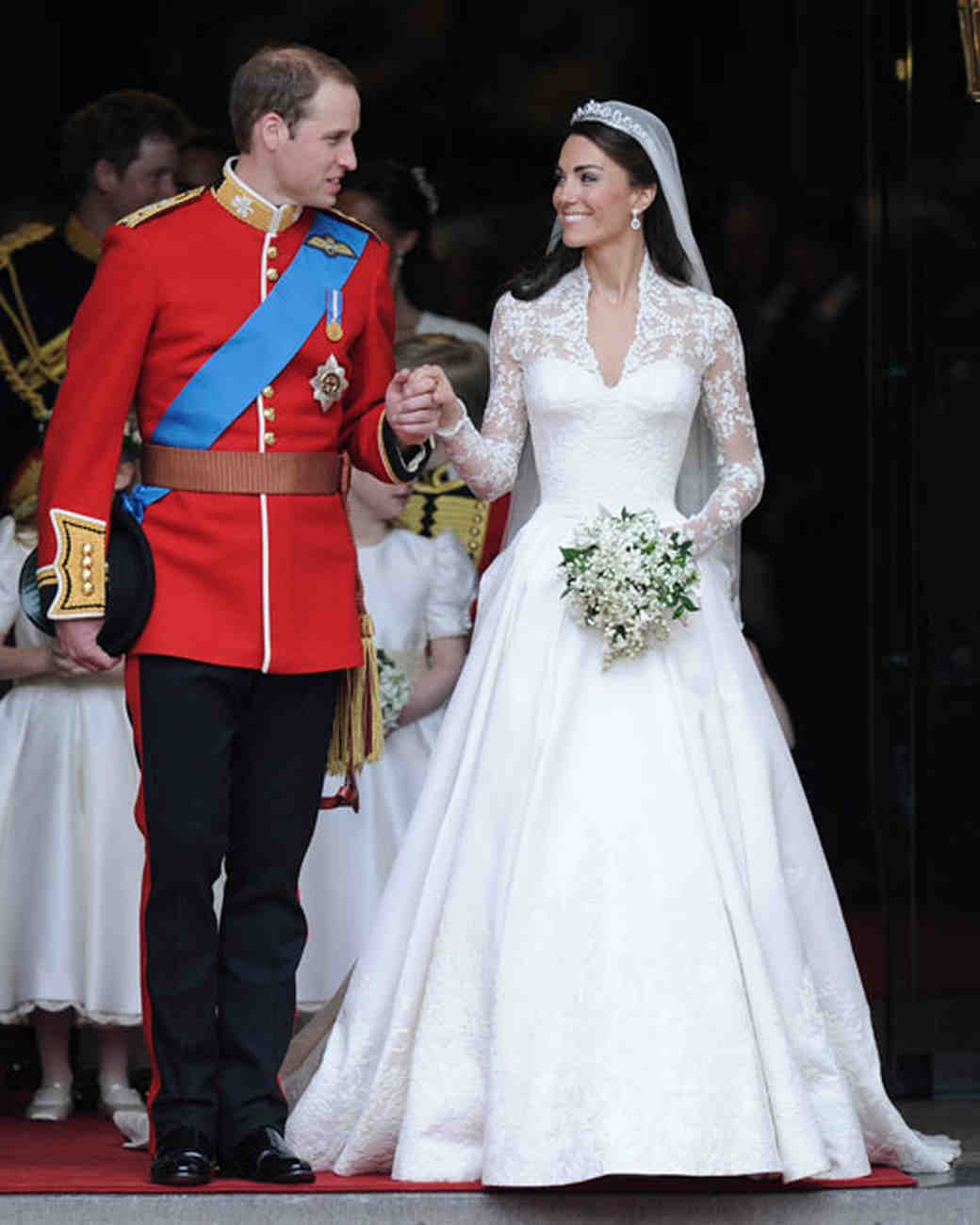 Get kate middleton 39 s royal wedding dress look martha for Wedding dress princess kate