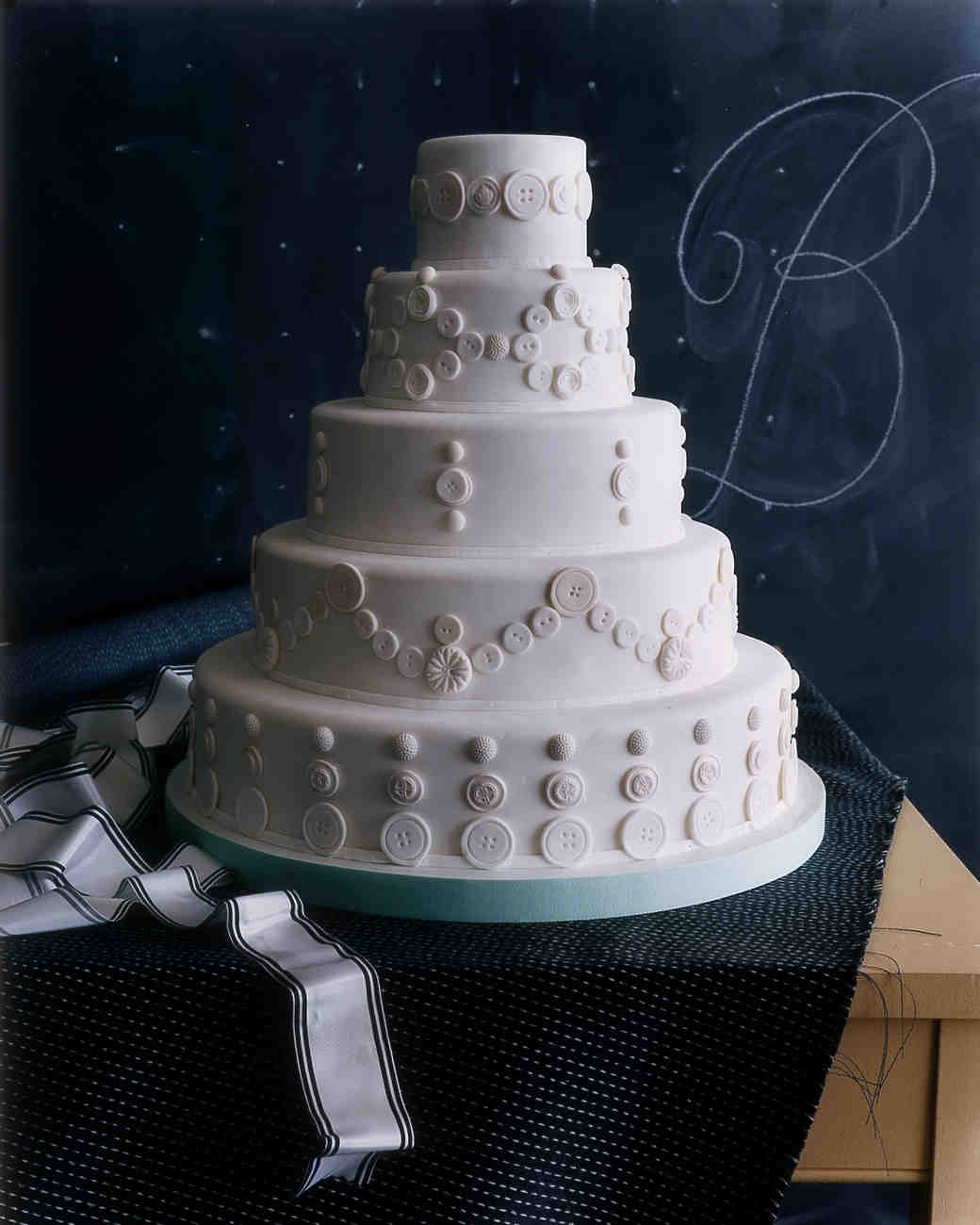 weddings-wa101750-buttoncake.jpg