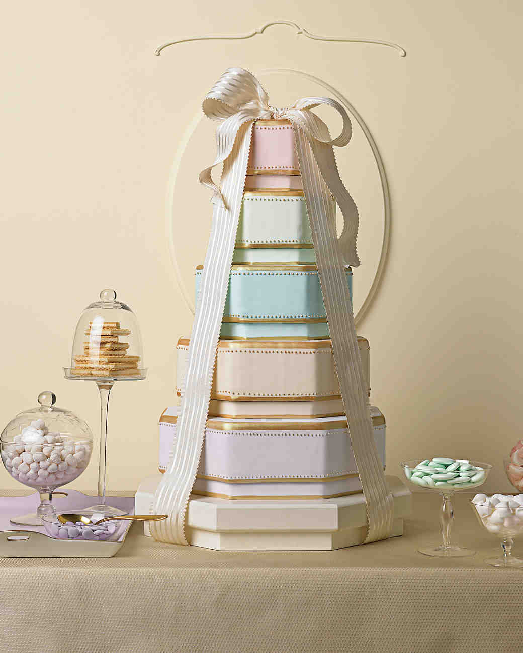 bow-cakes-mwd102811b-box-0515.jpg