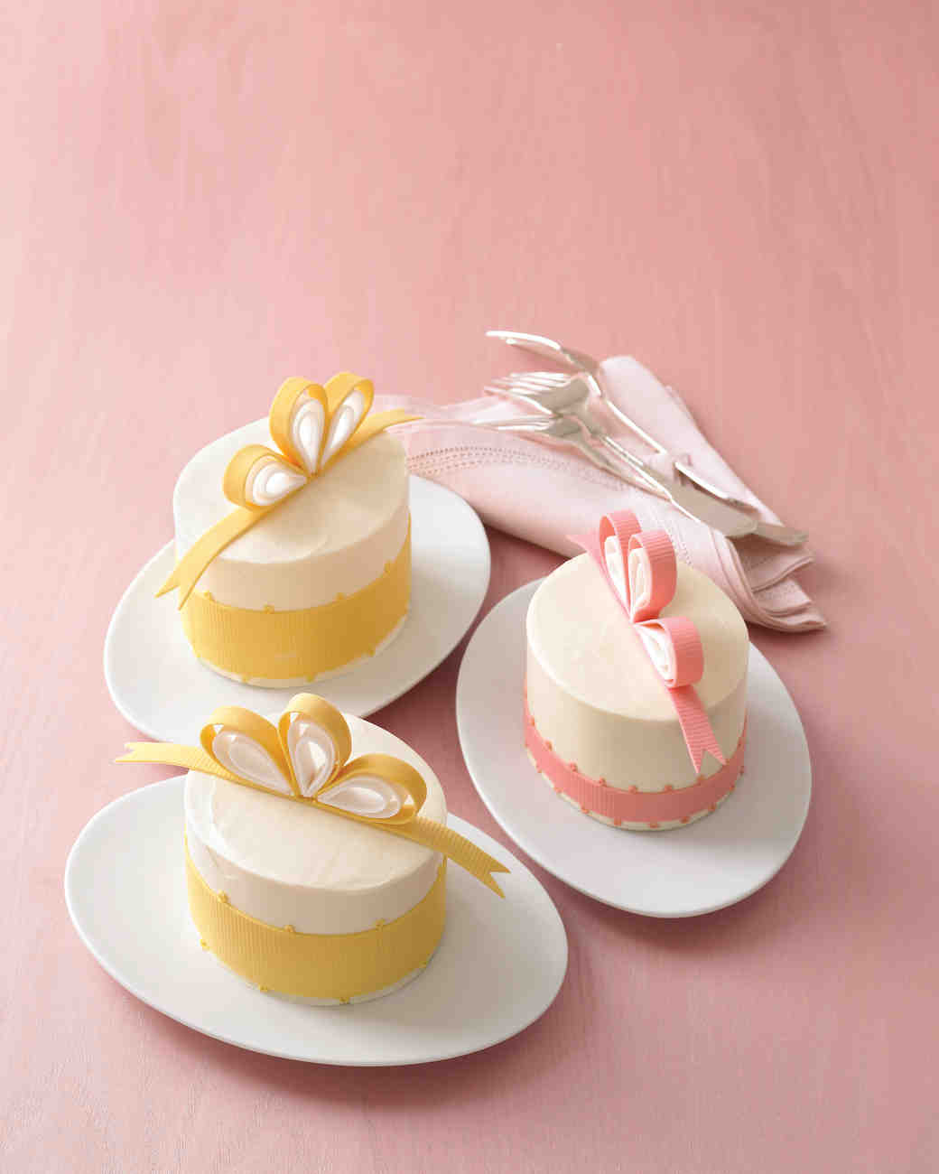 bow-cakes-mwd103633-mini-0515.jpg