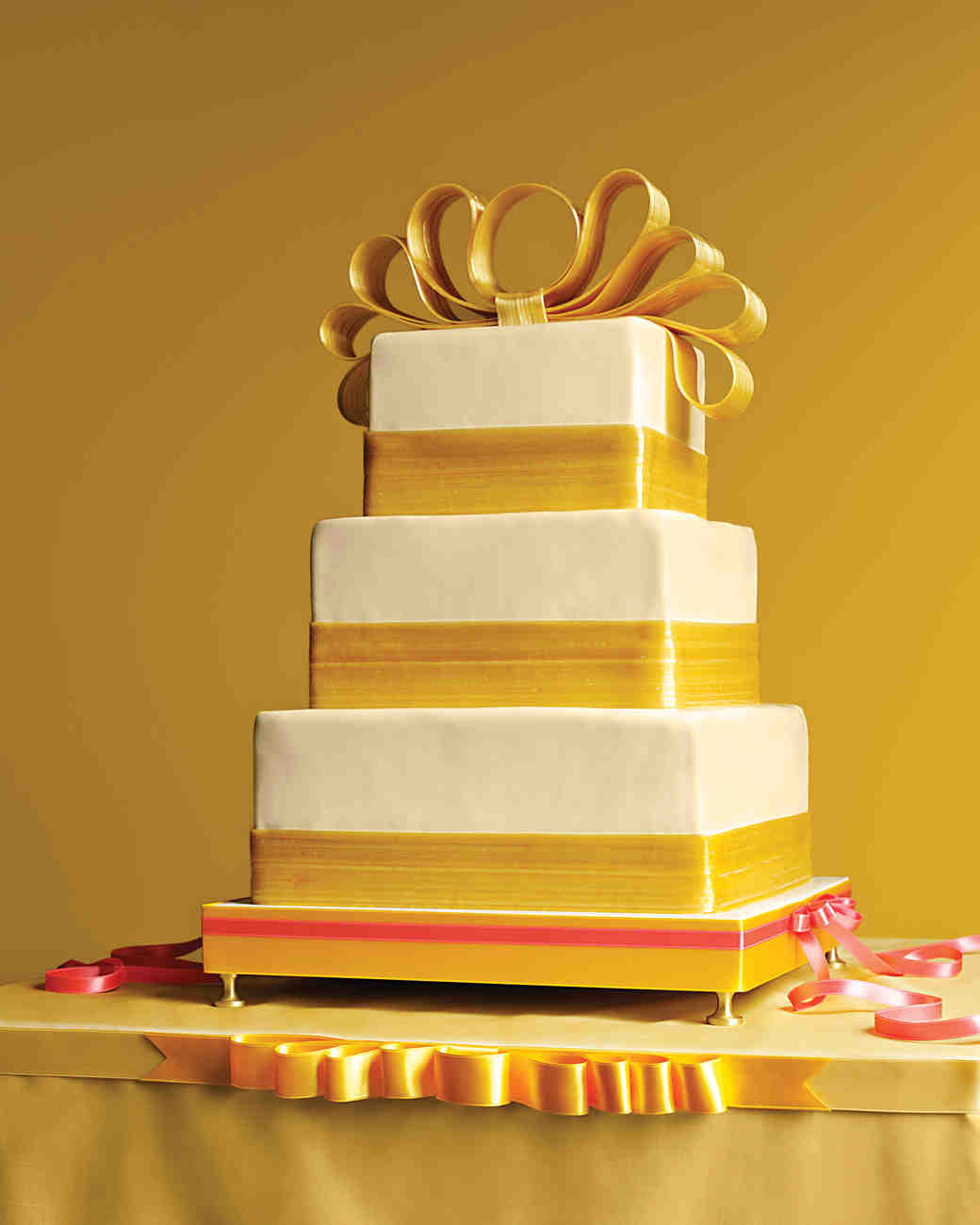 bow-cakes-mwd104284-gold-0515.jpg