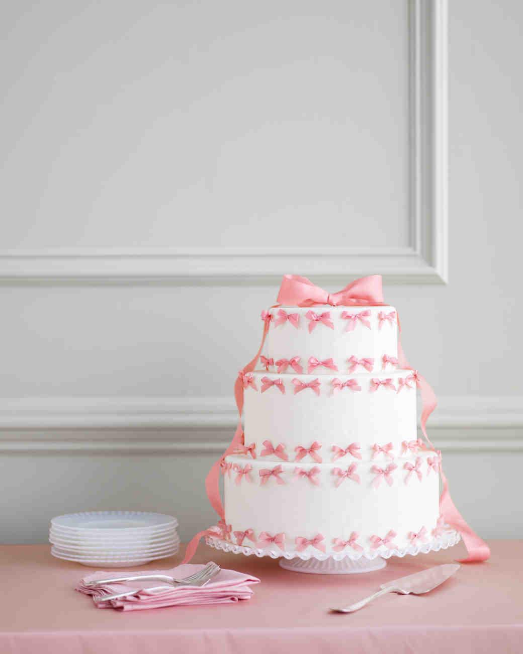 bow-cakes-mwd106482-tiny-0515.jpg