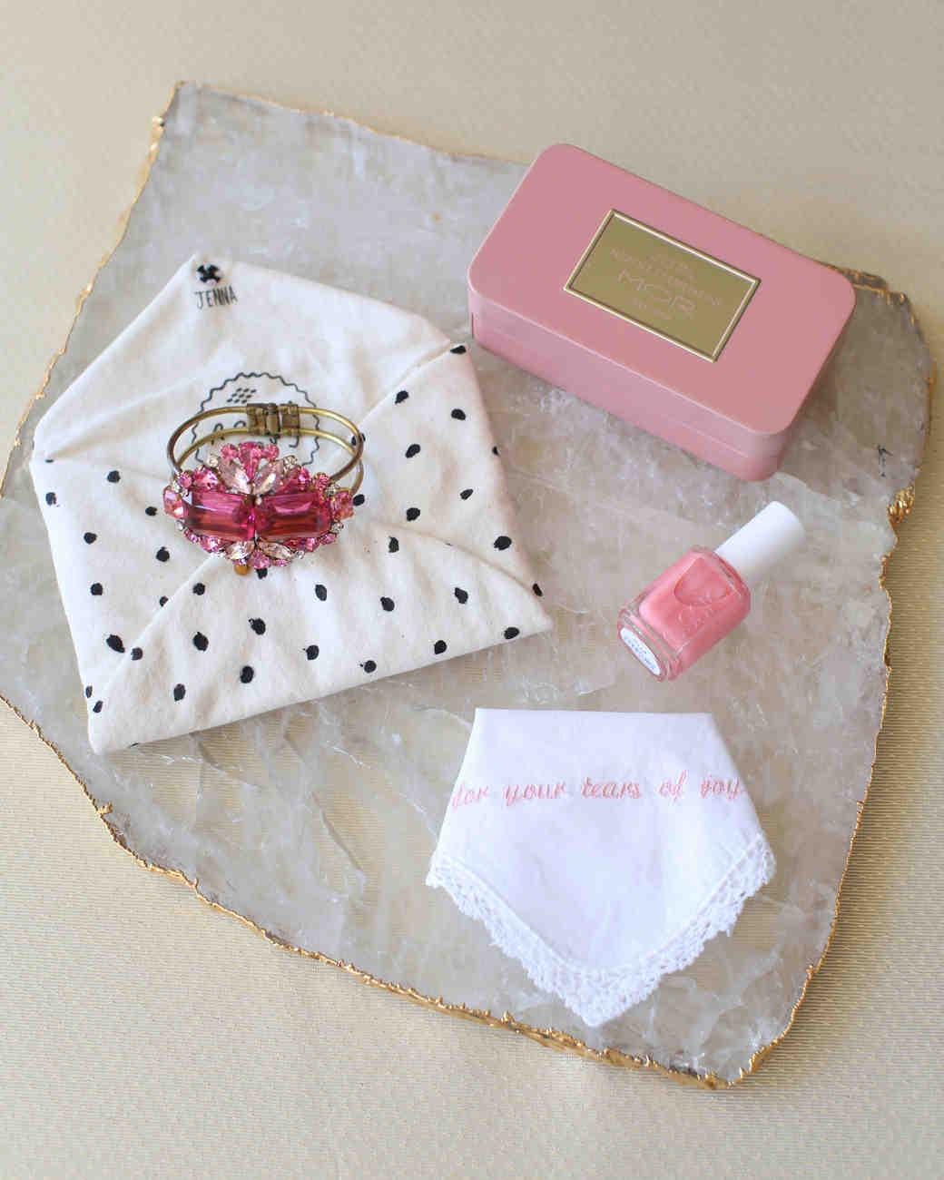 bridesmaid-gifts-005-wd109359.jpg
