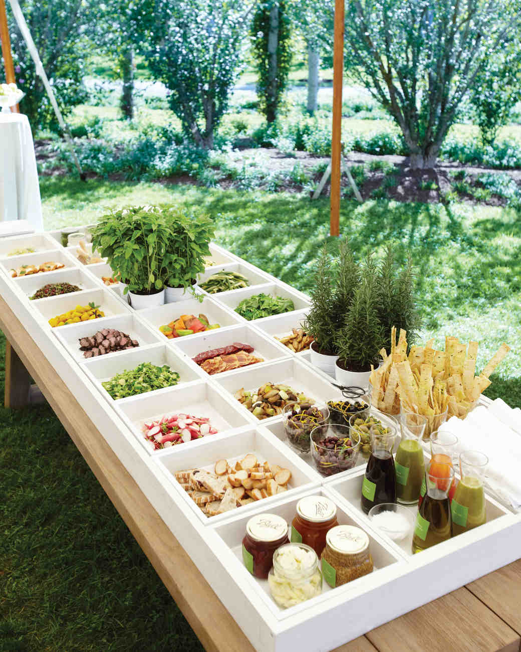 Food Bar Ideas For Weddings: 16 Things You Need To Know To Pull Off An Outdoor Wedding