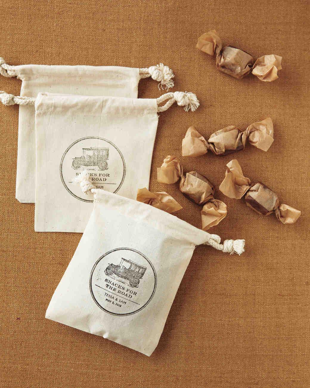 clip-art-small-bags-mwd107615.jpg