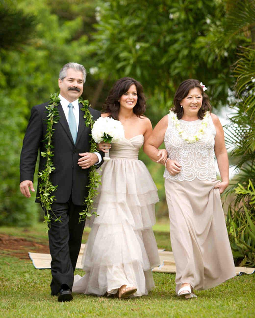 Weddings In Hawaii: An All-Natural Beach Destination Wedding In Hawaii