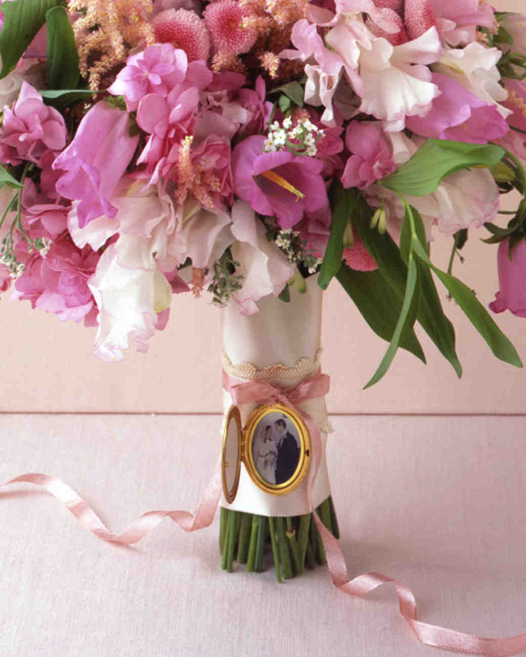 wa103136_win08_locket_bouquet.jpg