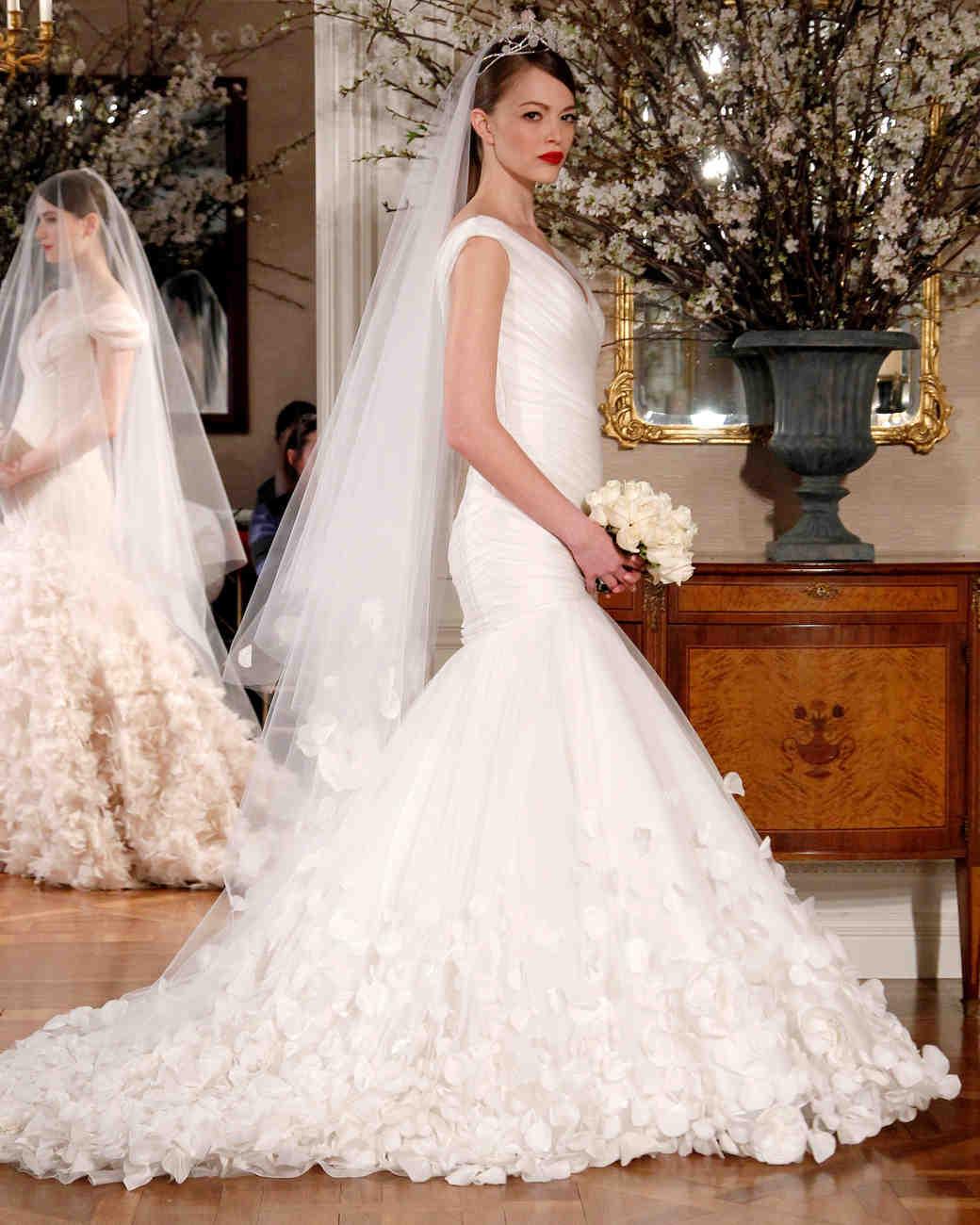iconic-dresses-romona-keveza-2.jpg
