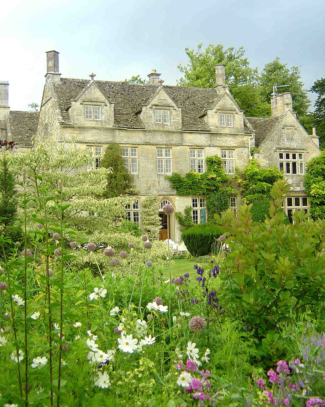 Get Hitched At The Historic Barnsley House In The