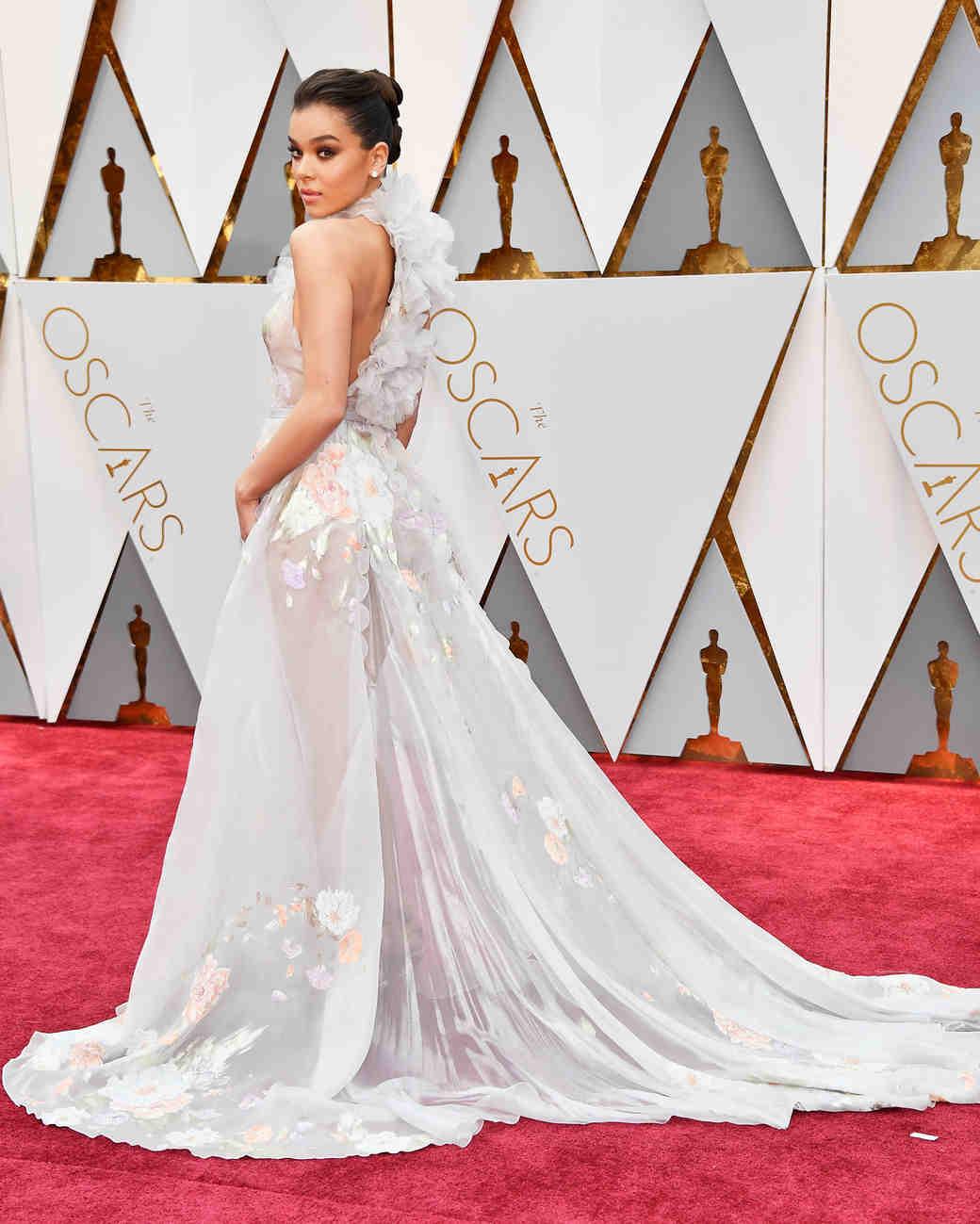 Hailee Steinfeld 2017 OscarsRed Carpet