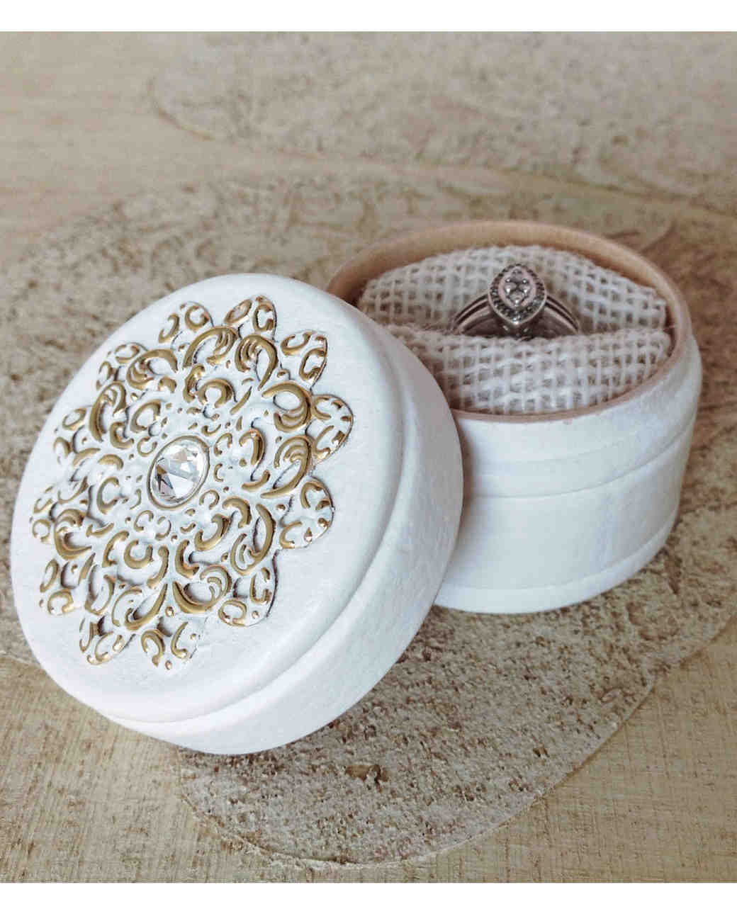 unique-ring-box-white-ring-box-0316.jpg