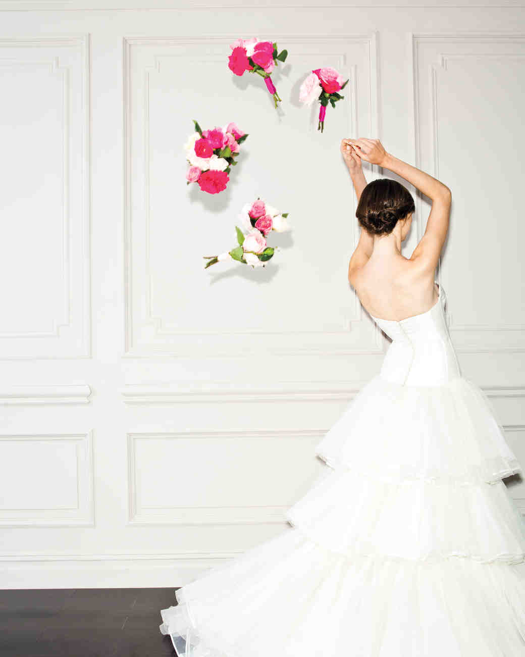 bouquet-toss-pink-bride-0031-d111518.jpg