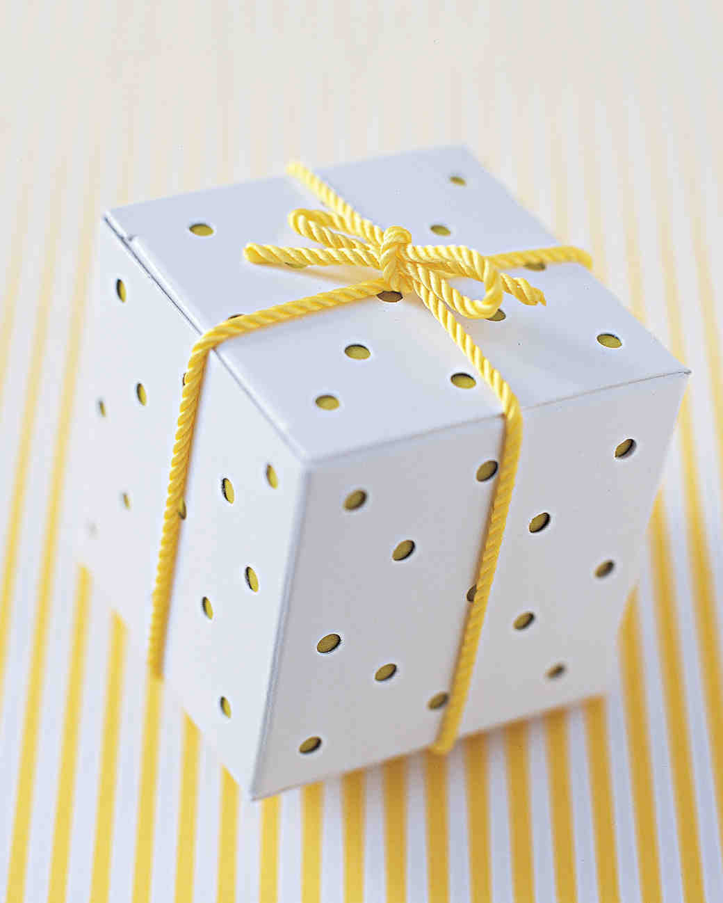 diy-favor-boxes-polka-dot-sum02-0715.jpg