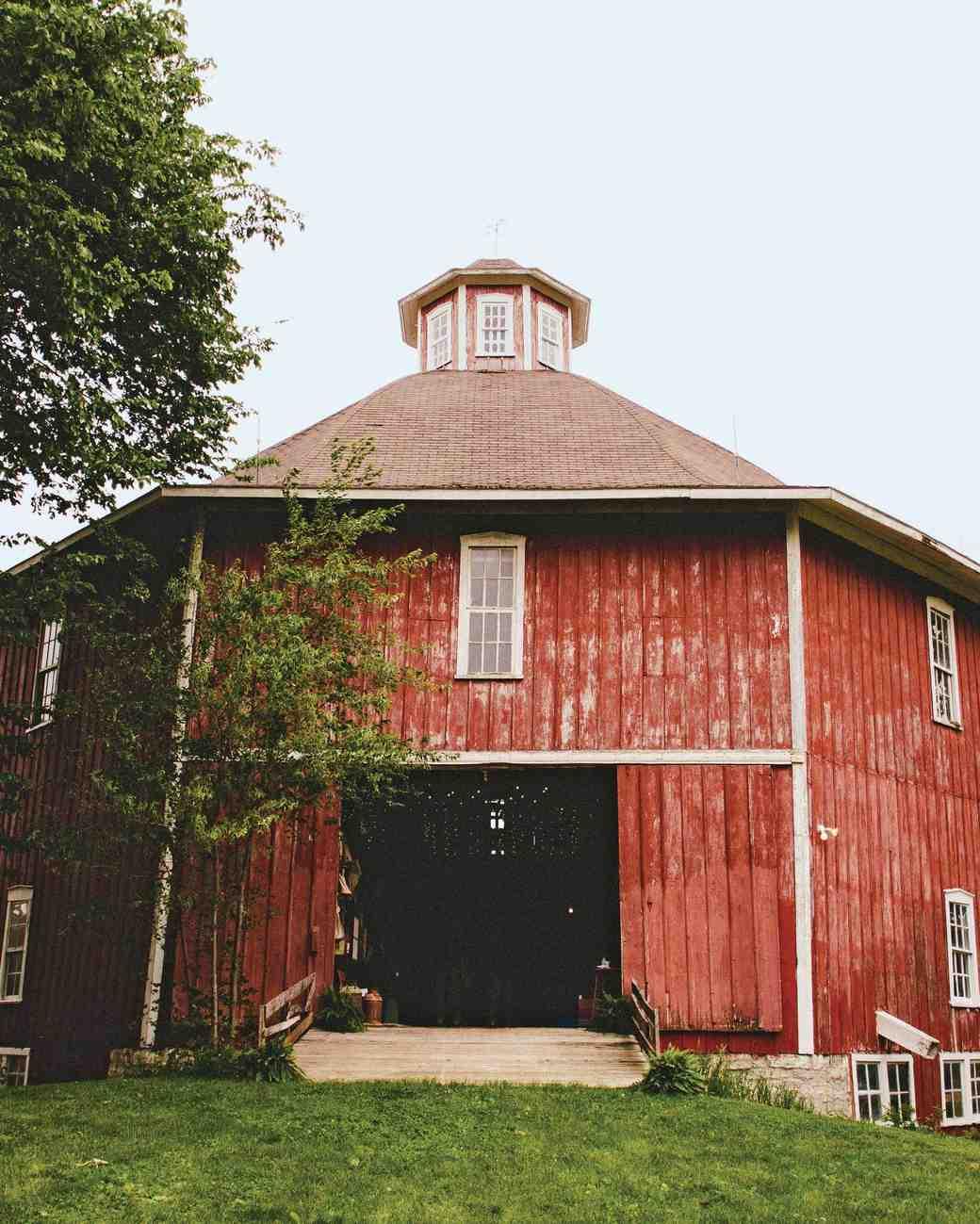 An Outdoor Barn Wedding in Iowa | Martha Stewart Weddings