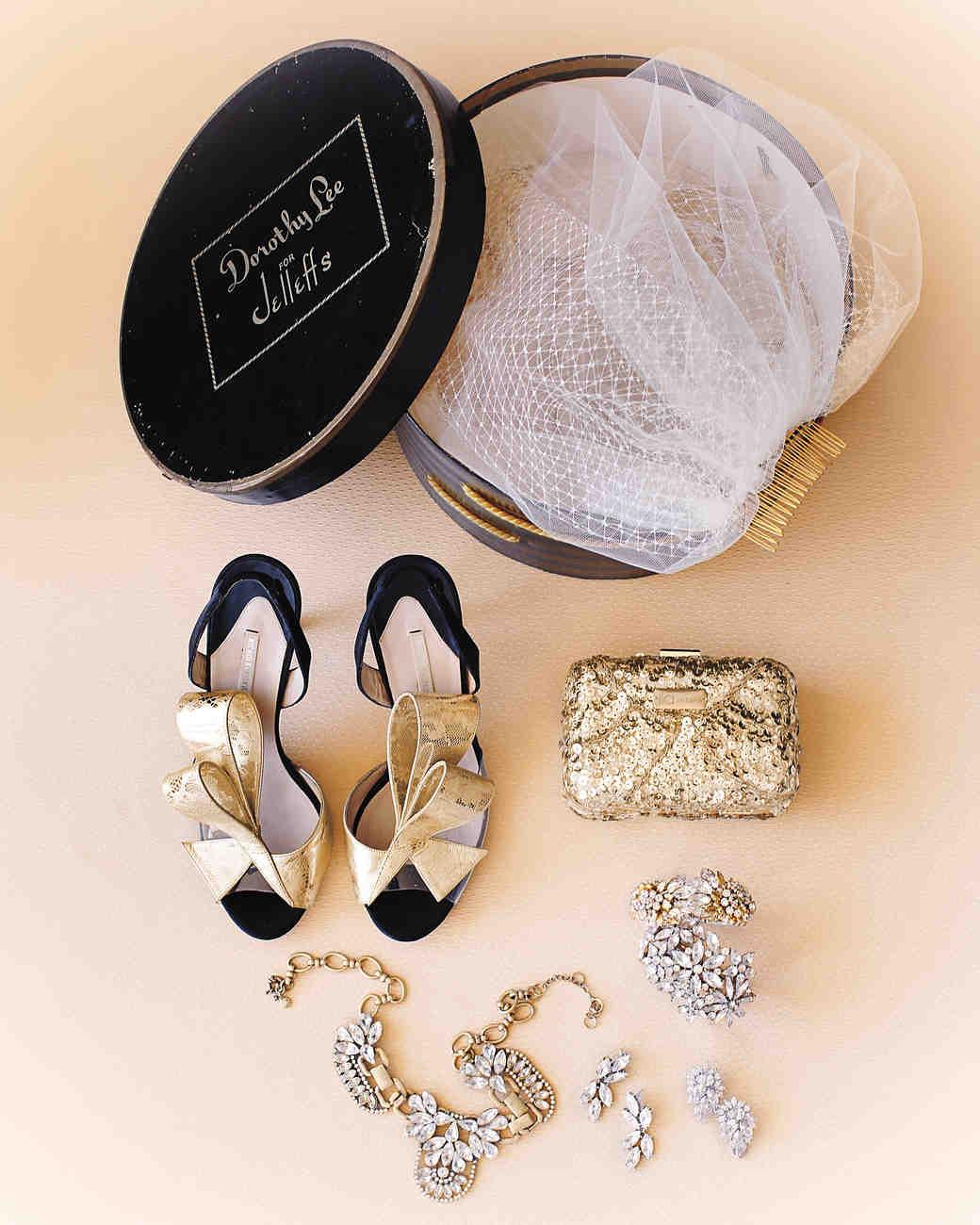 shoes-bag-veil-necklace-006-mwd109359.jpg