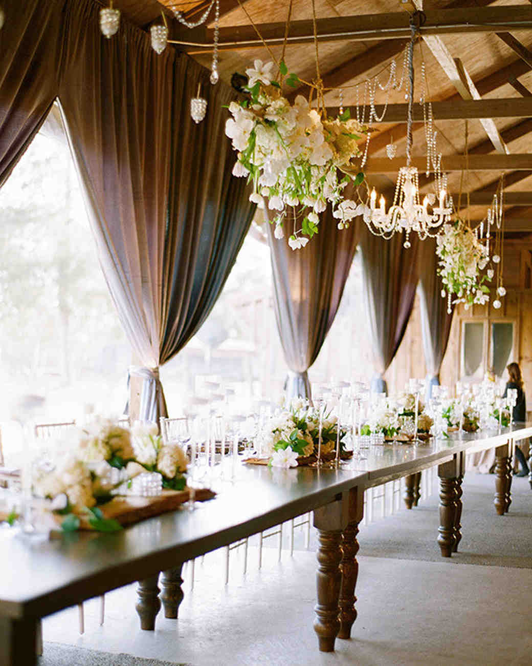 7 Barn Wedding Decoration Ideas For A Spring Wedding: 11 Clever Ways To Elevate Your Barn Wedding