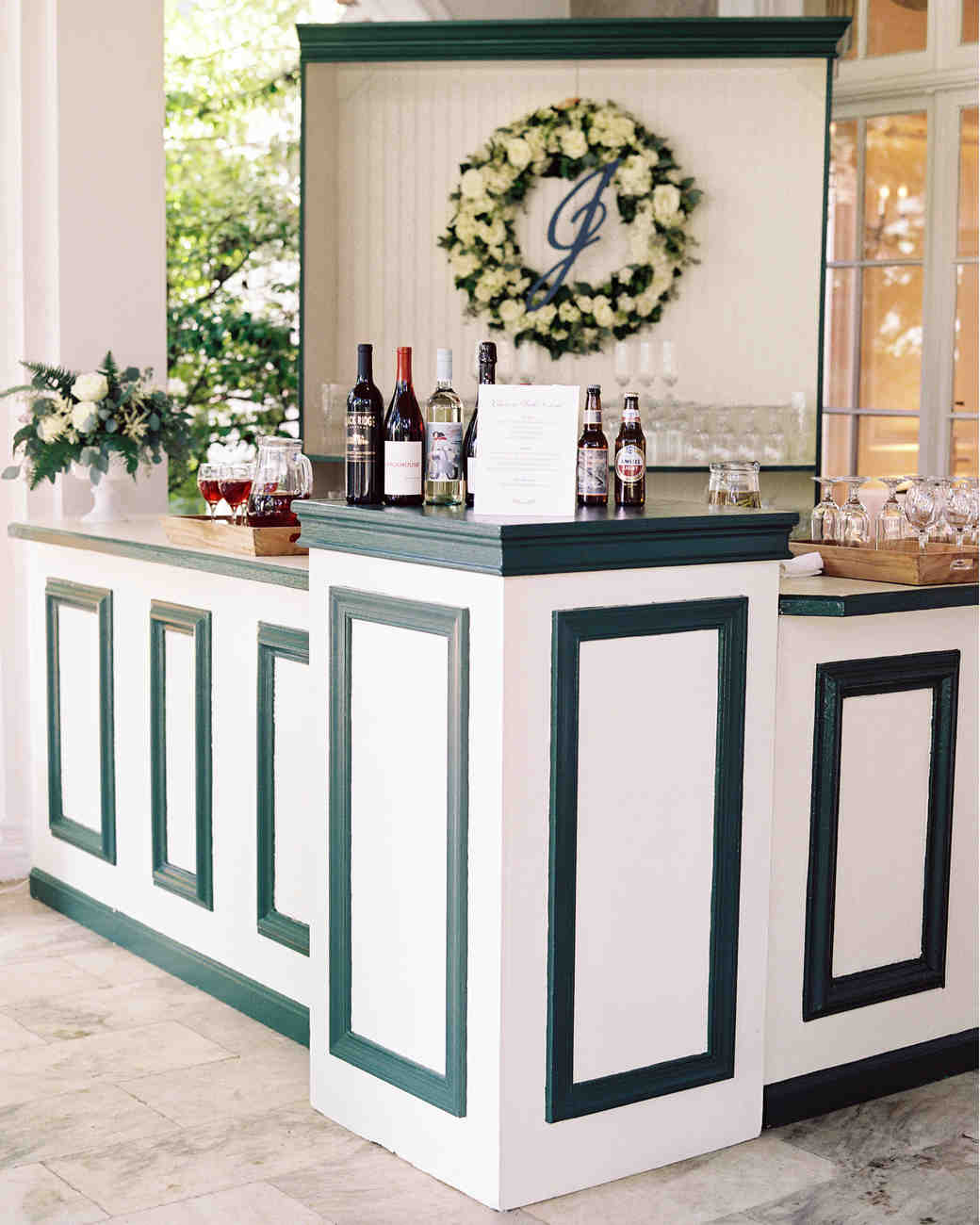 Why You Should Hire a Mixologist for Your Wedding