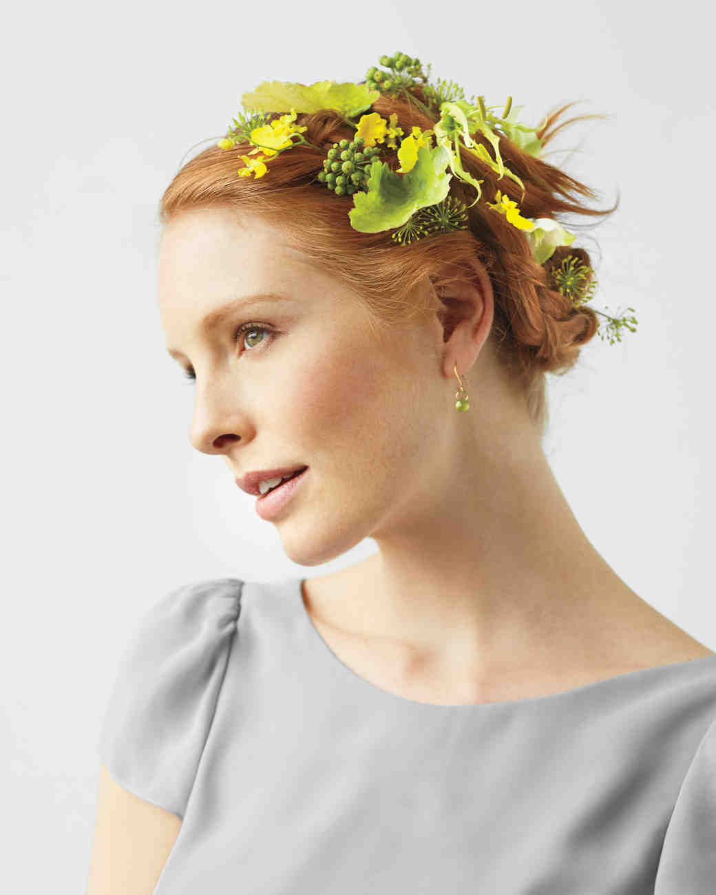 bridemaid-green-flower-hair-0337-d111712.jpg