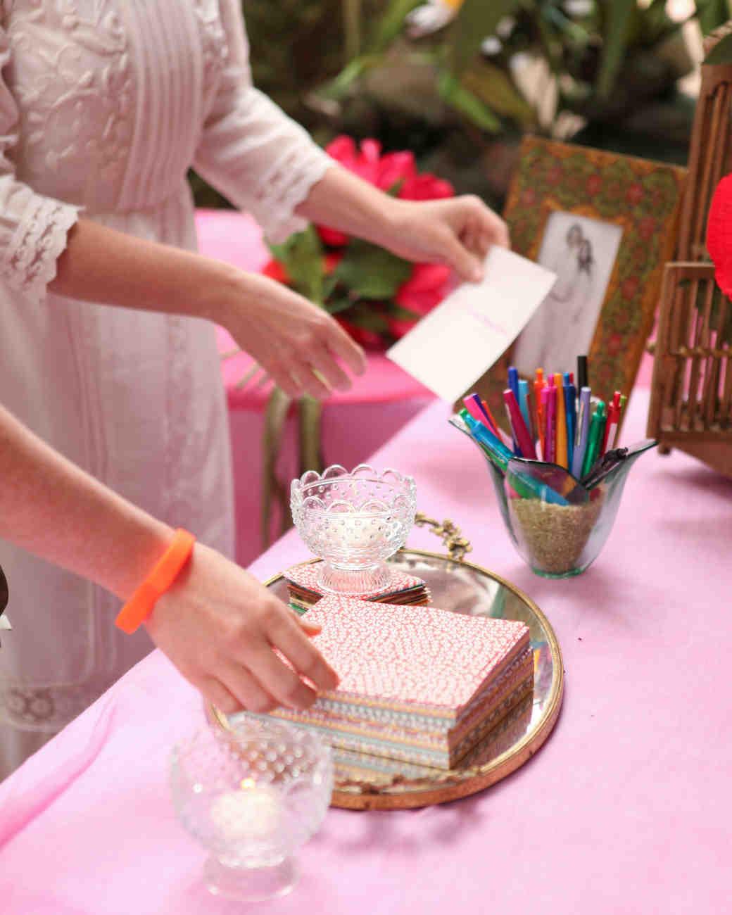 caitlin-tanner-wedding-nn-guestbook-0514.jpg