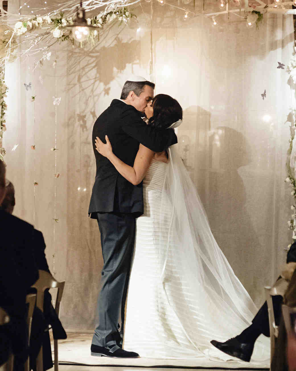 lori-jan-wedding-kiss-00599-s112305-1215.jpg