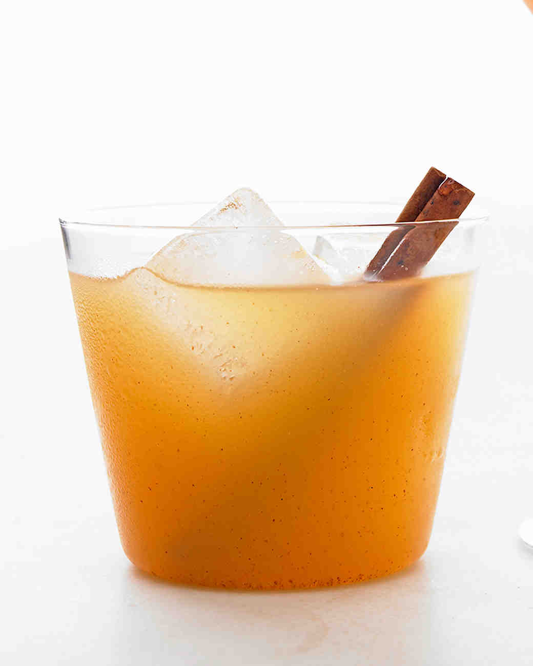 Signature gin cocktails to warm up you your guests for Cocktail 9 mac