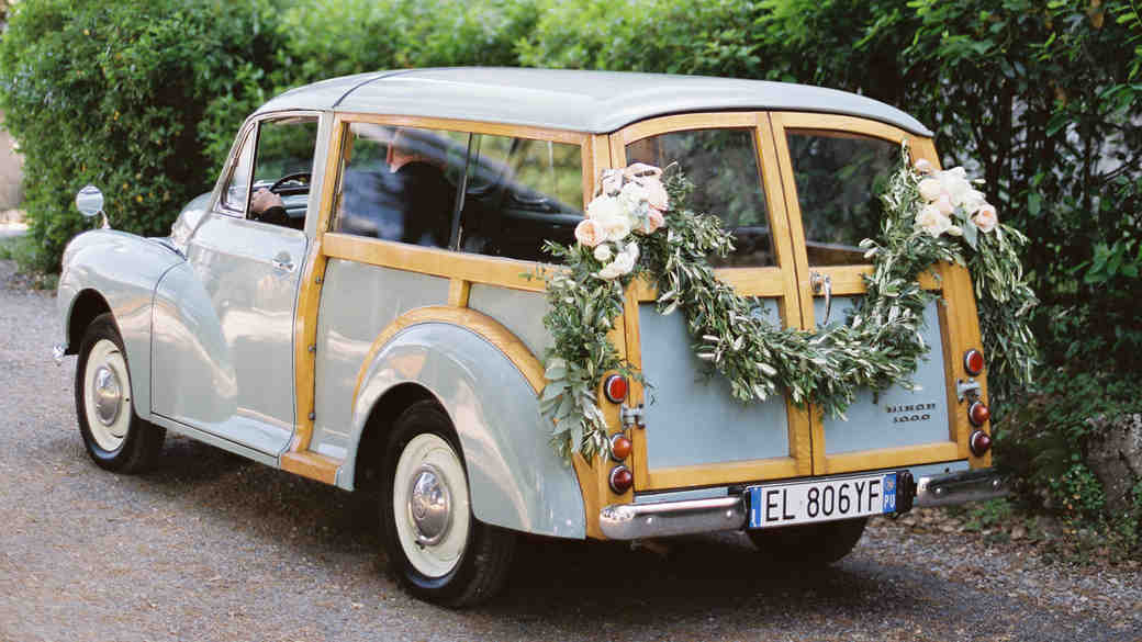 """""""Just Married"""" Ideas to Let Everyone Know You're Hitched"""