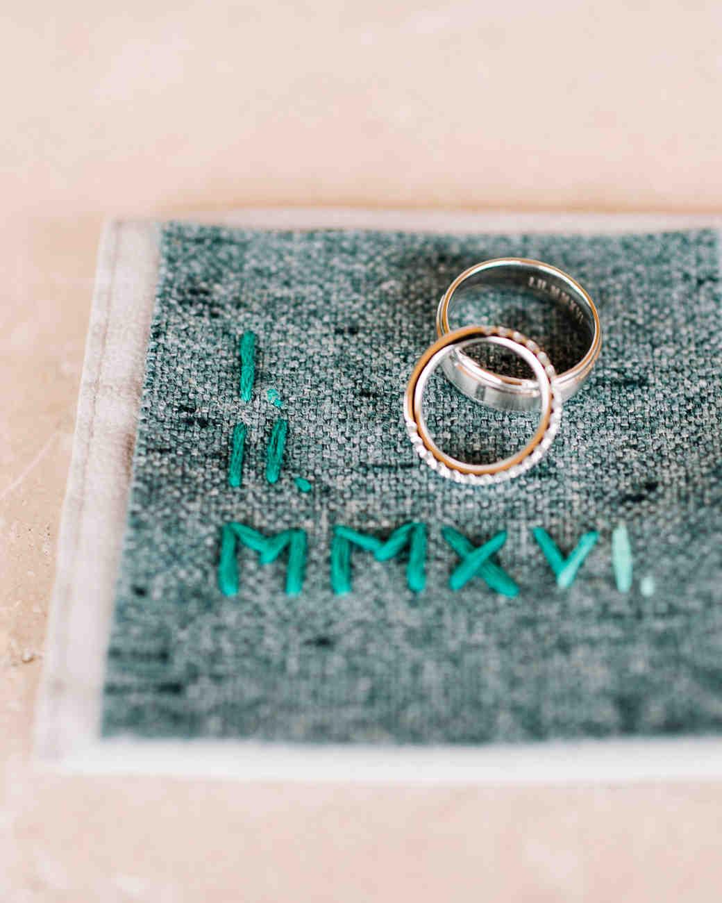 rebecca-eji-wedding-rings-096-s113057-0616.jpg