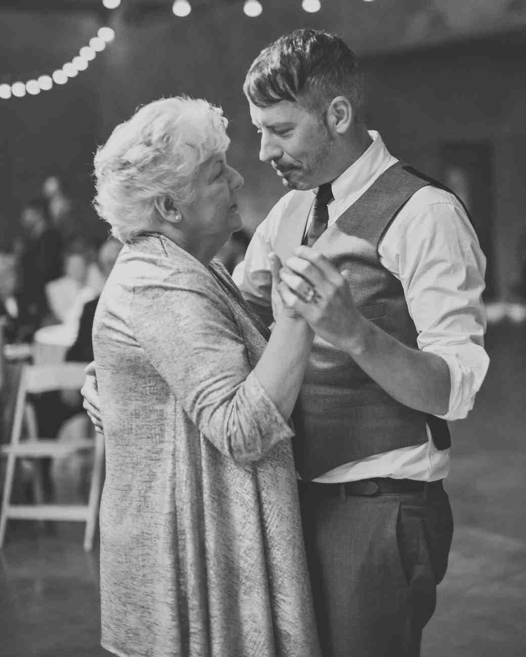 lara-chad-wedding-momdance-926-s112306-1115.jpg