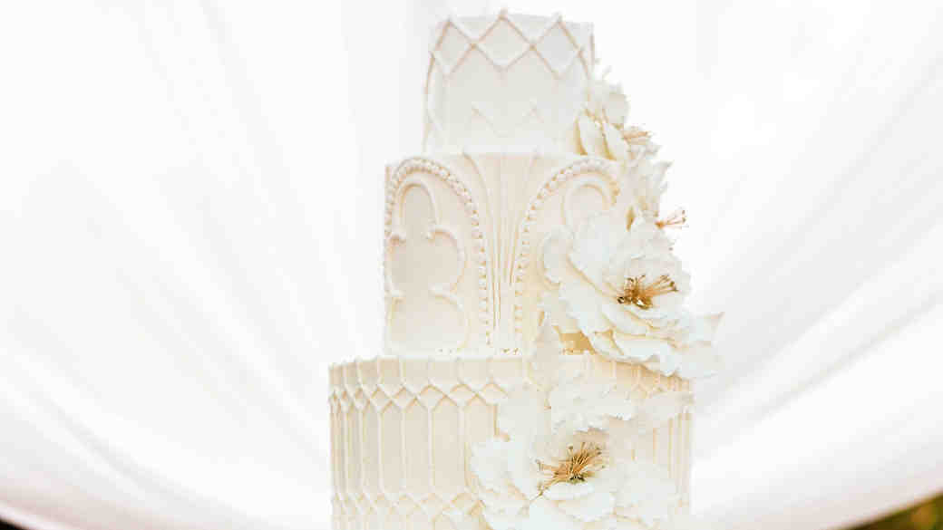 detailed all-white cake