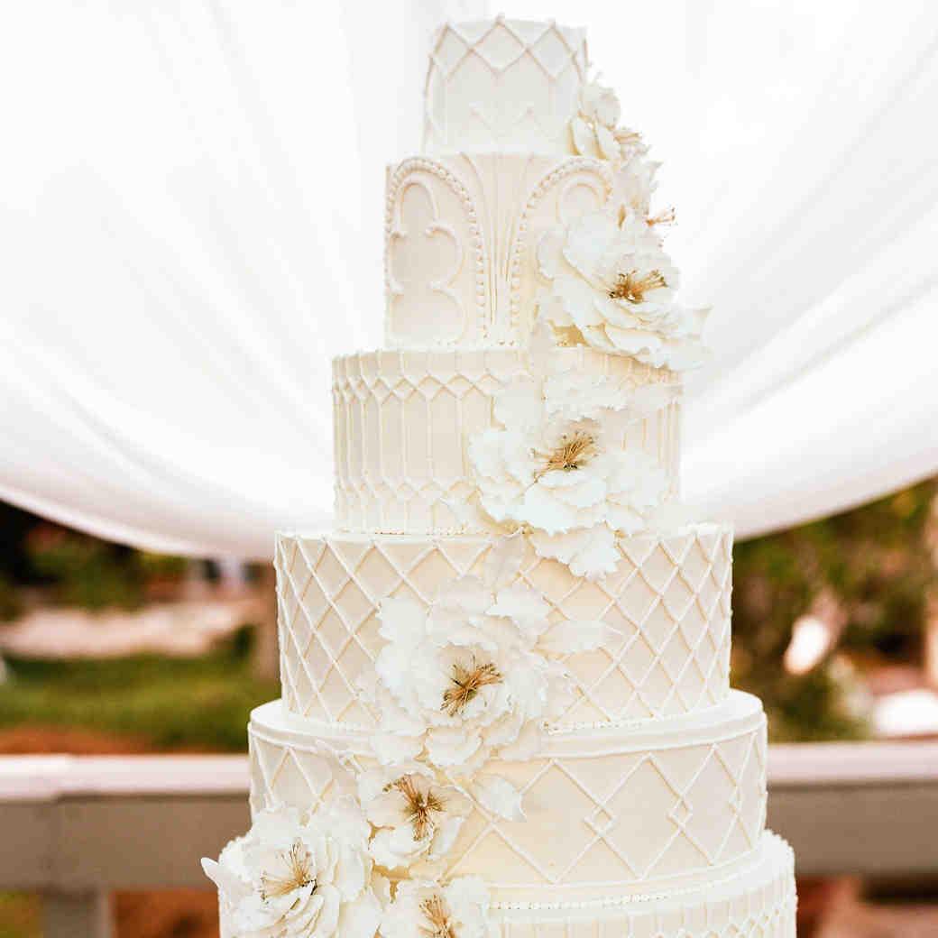 detailed all-white cake