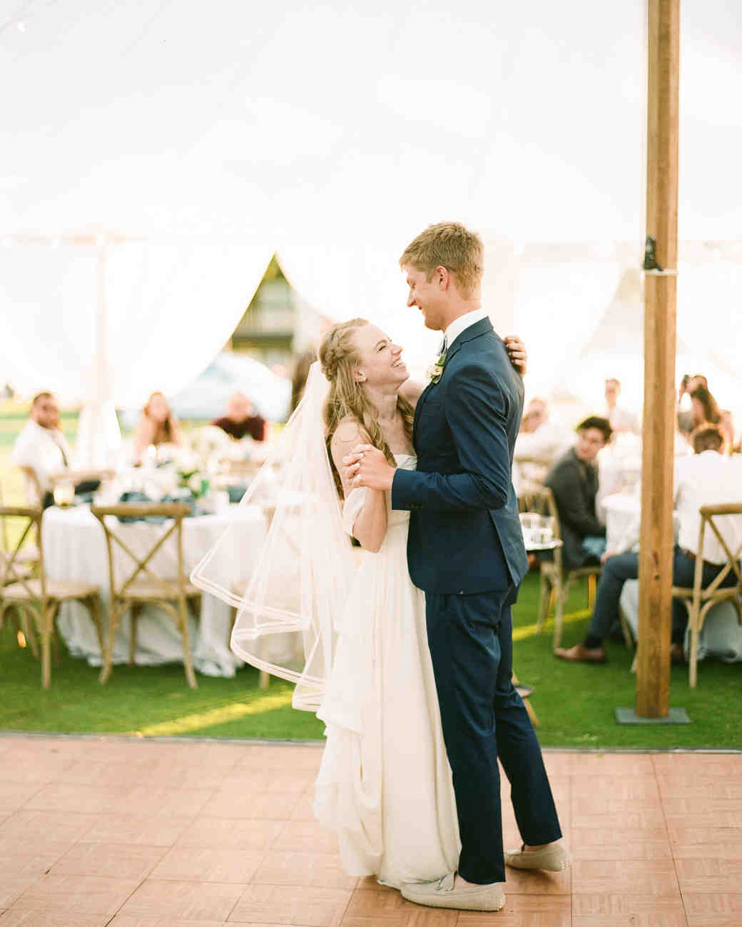 izzy tom wedding firstdance