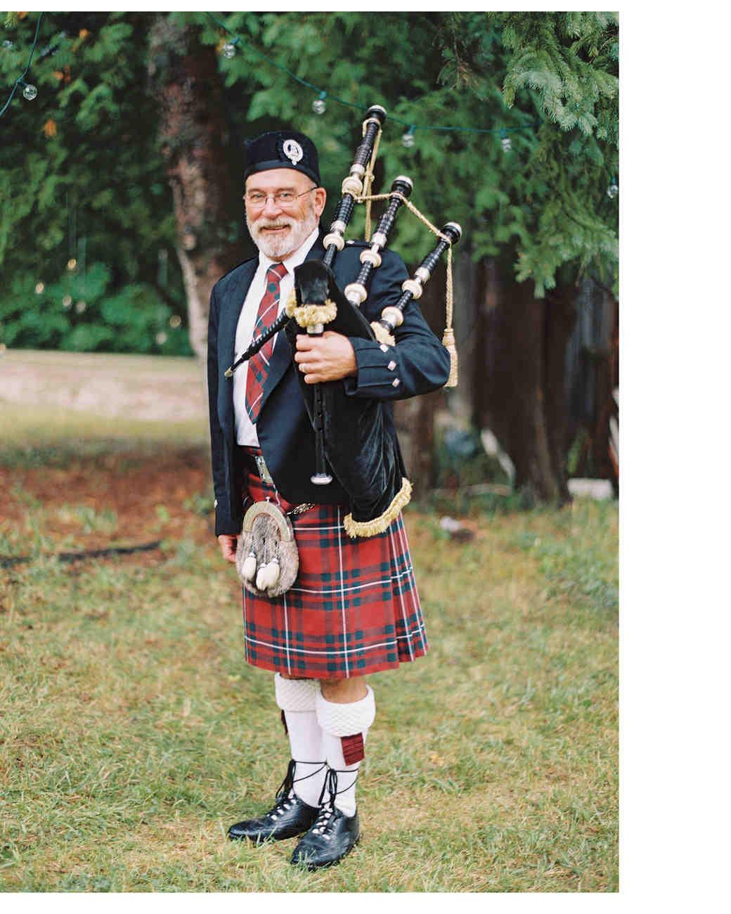 bagpipe-musician-door-county-wi-047-mwds110744.jpg