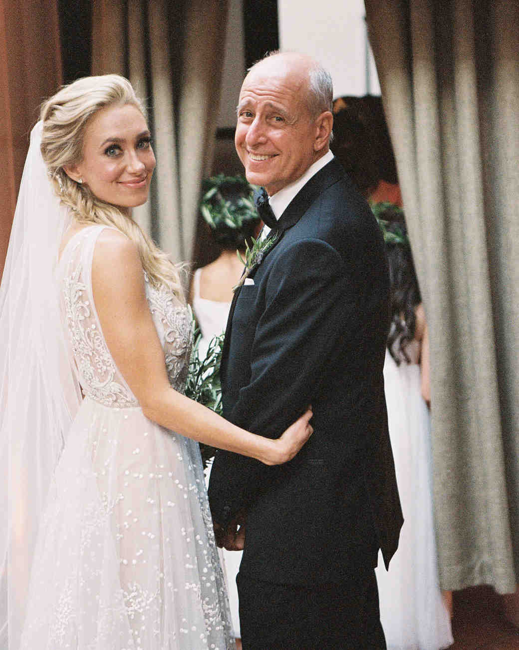 touching wedding moment father daughter