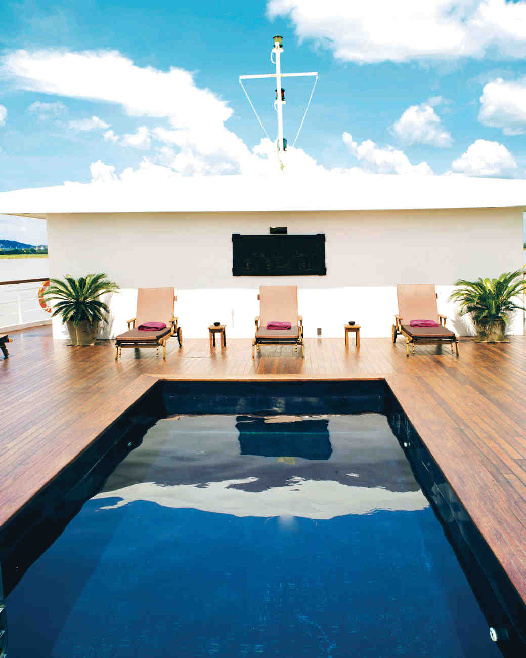 great-escapes-cruise-myanmar-pool-deck-s112759.jpg