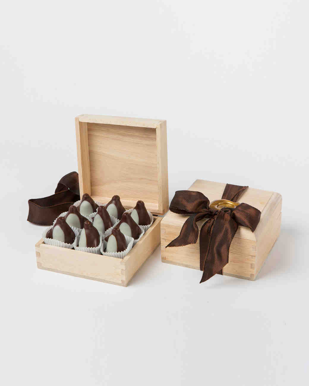 holiday-gift-guide-ring-bearer-chocolates-1215.jpg