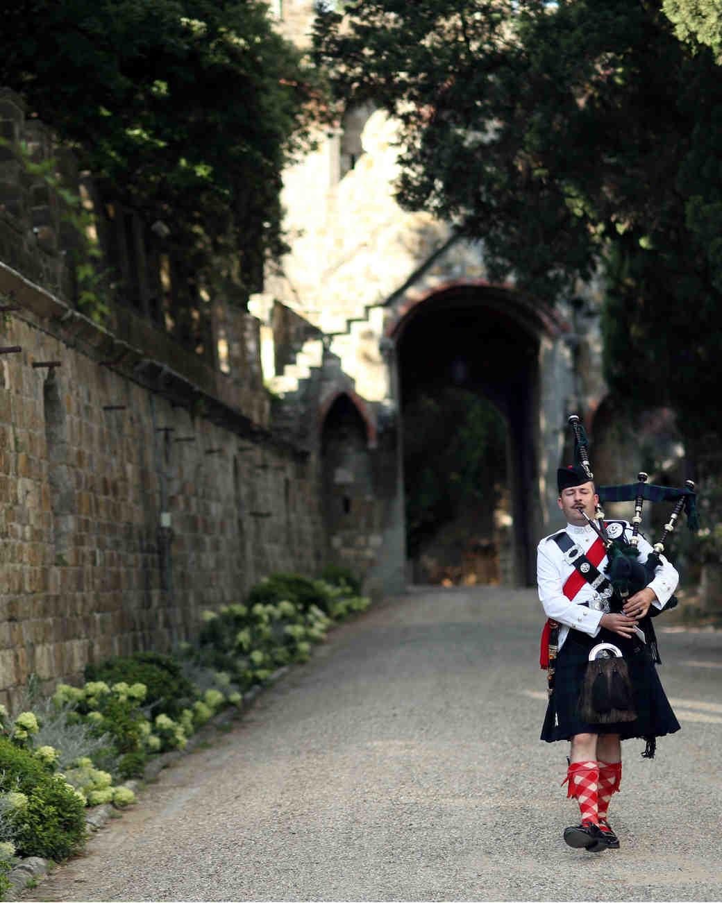 lindsay-andy-wedding-bagpipe-5823-s111659-1114.jpg