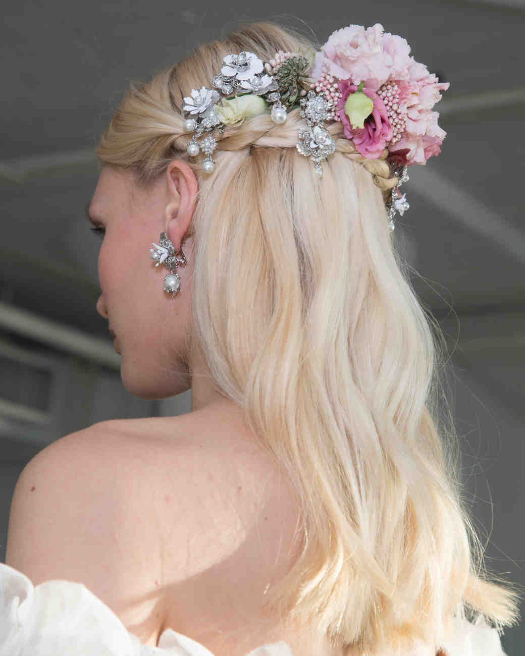 marchesa-fall-2017-wedding-hairstyle-back-1016