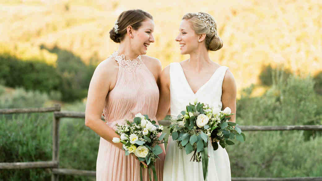 Special Ways to Help Your Maid of Honor Stand Out