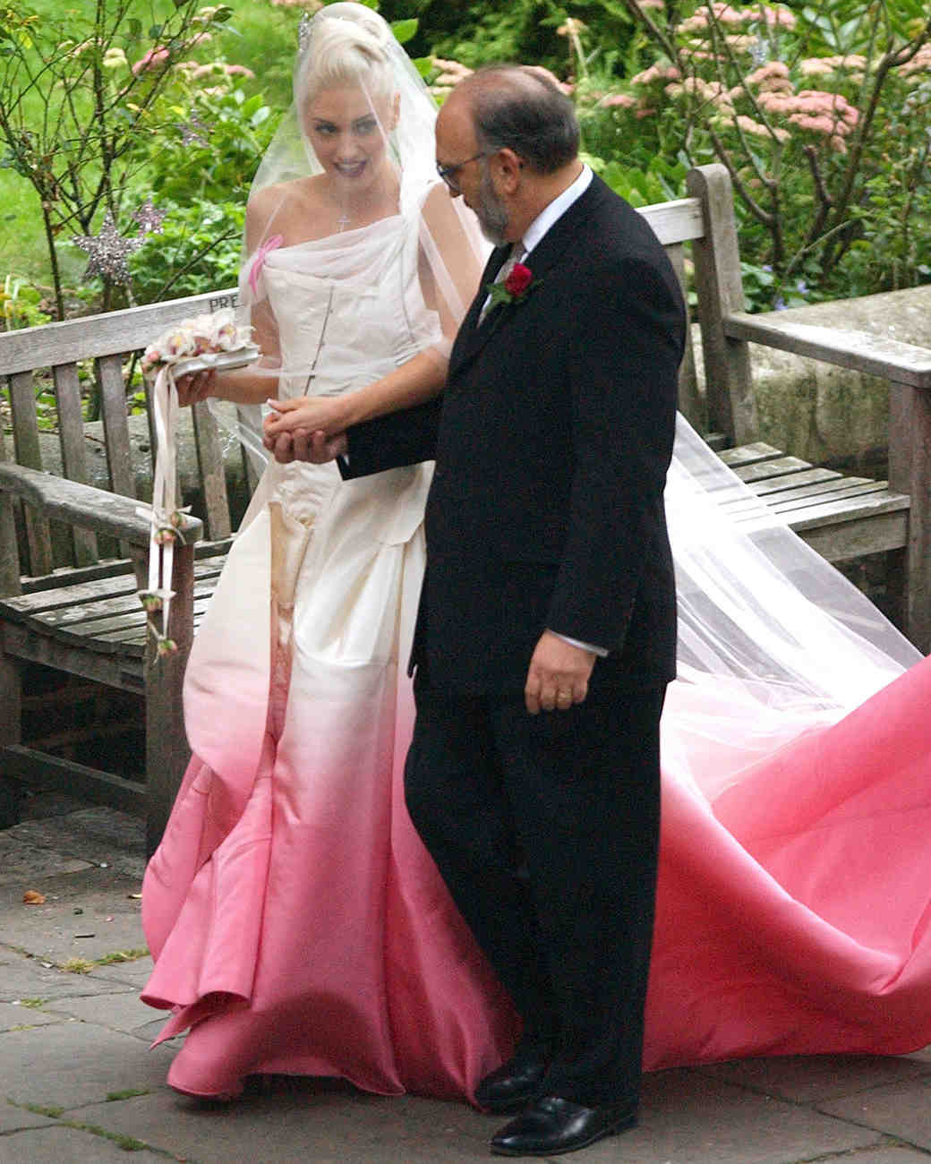 celebrity-pink-wedding-dresses-gwen-stefani-0815.jpg