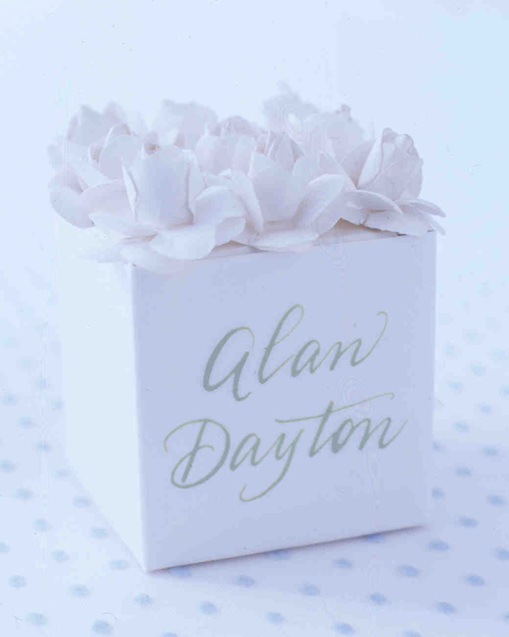 diy-floral-favors-paper-flower-box-top-su02-0615.jpg