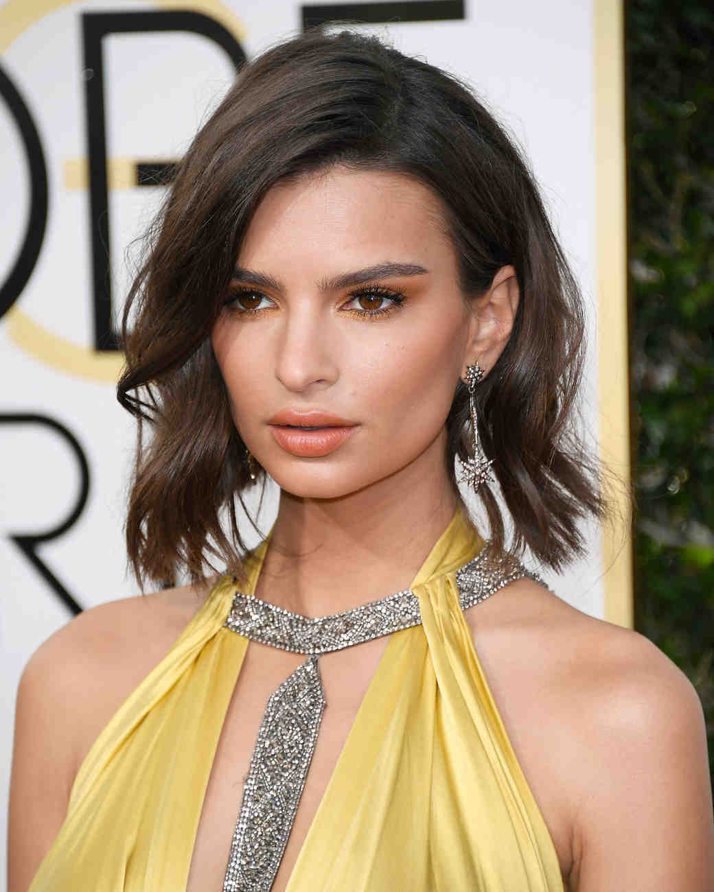 Emily Ratajkowski Beauty Look Golden Globes 2017