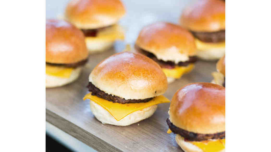 How to Serve Late-Night Snacks at Your Wedding