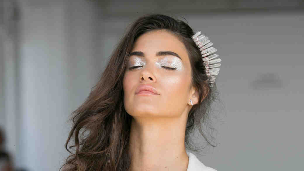 How to Tastefully Wear Glitter Makeup on Your Wedding Day