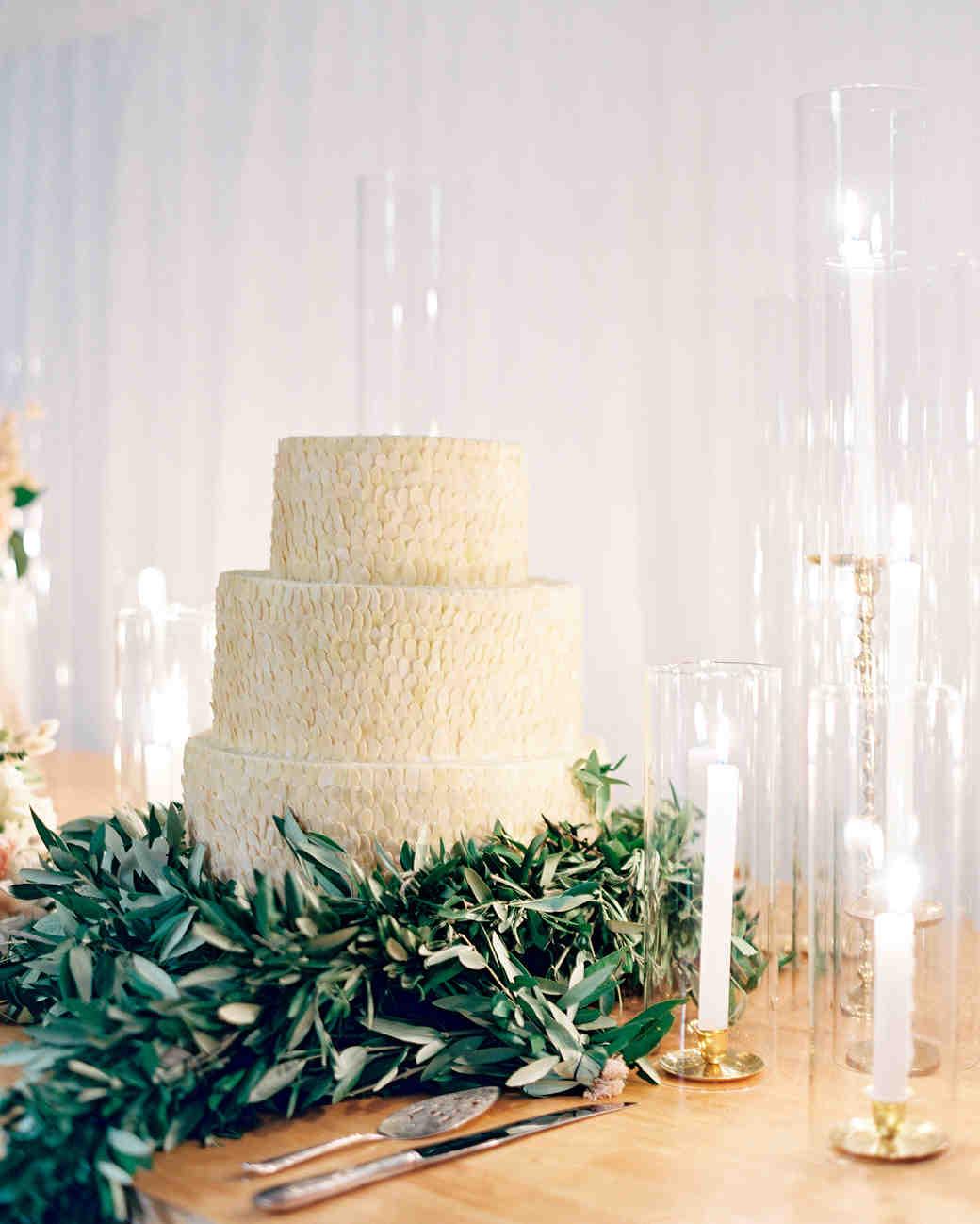 jemma-michael-wedding-cake-002643004-s112110-0815.jpg