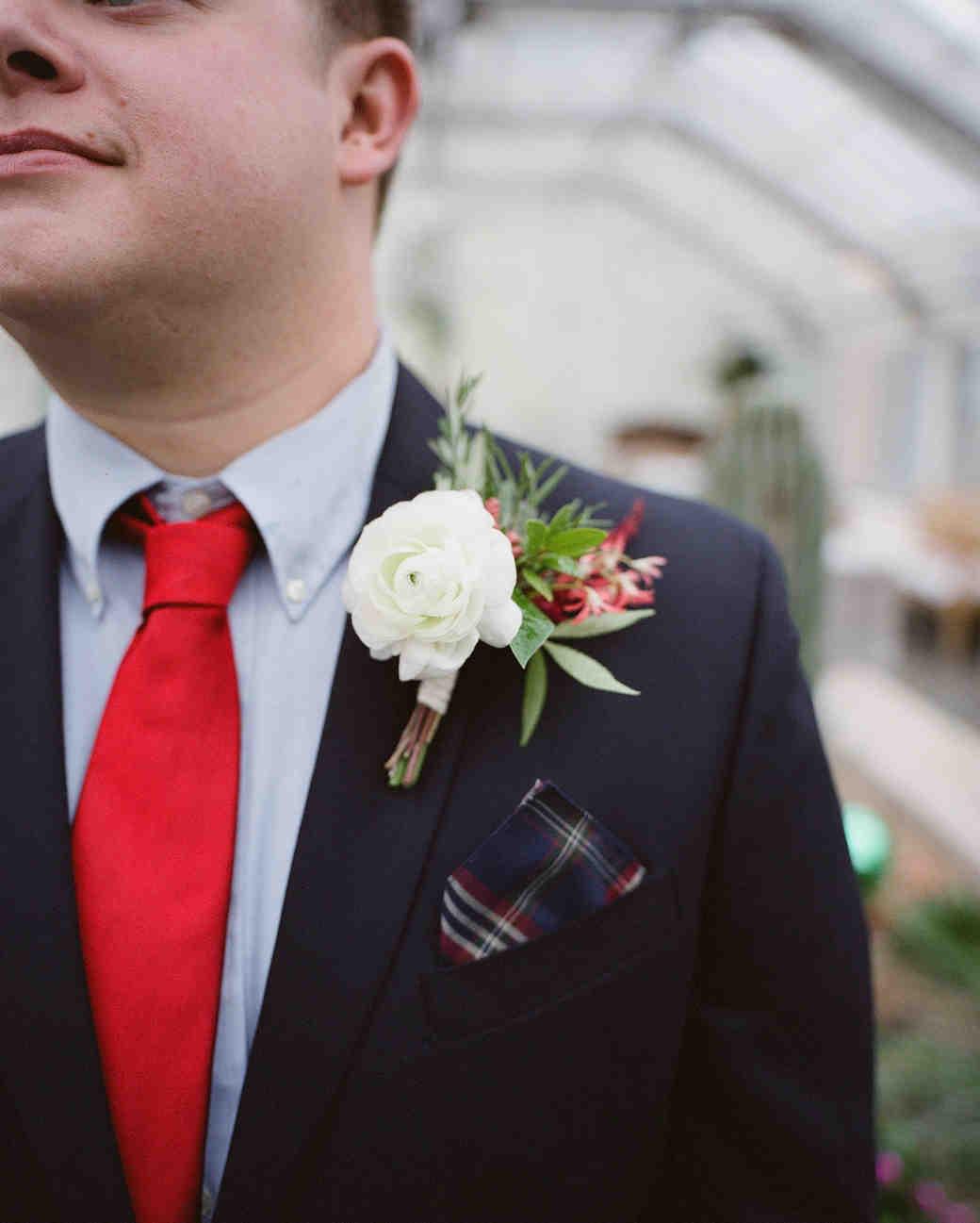 jessie-justin-wedding-boutonniere-17-s112135-0915.jpg