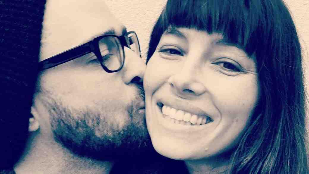 Justin Timberlake Gives Jessica Biel a Kiss on the Cheek