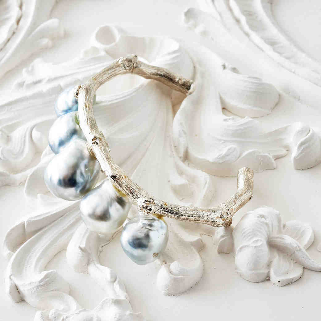 Unexpected Ways to Wear Pearls at Your Wedding