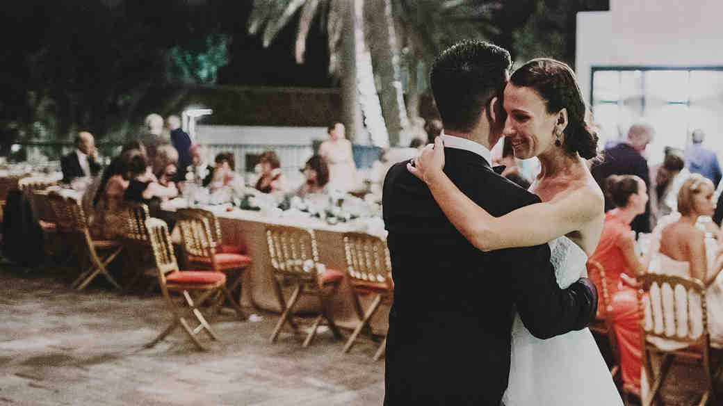 Here's How You Host a Flawless Evening Wedding Ceremony